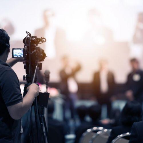 Debido a nuestra estructura en la que integramos a muchos profesionales del sector, podemos ofrecer cualquier servicio de naturaleza audiovisual