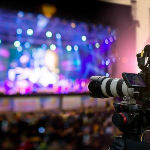 Grabación y emisión en directo por streaming. Realización multicámara de eventos, conciertos, obras de teatro, jornadas de trabajo, congresos, galas y entregas de premios, tertulias…