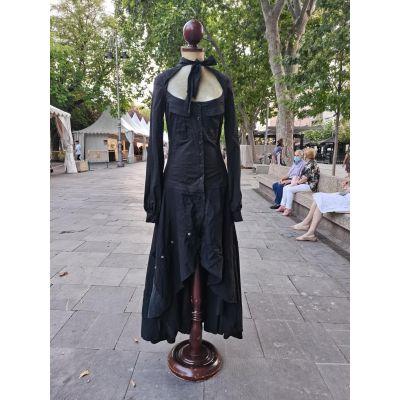 Vestido negro asimétrico entallado