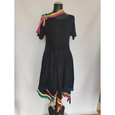 Vestido negro y colores