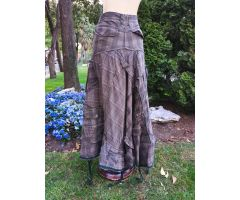 Falda gris hecha de pantalones
