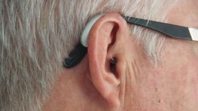 Porqué a veces molestan los audífonos