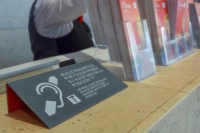 Ir al cine con audífonos, ¿qué debo saber?