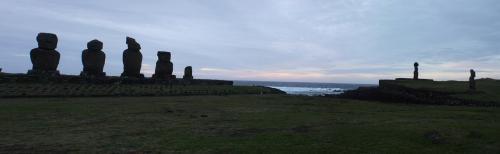 Viaje Vuelta al Mundo: La leyenda de los Moais en Rapa-Nui.