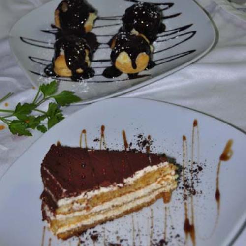 Profiteroles con Crema de Chocolate Caliente