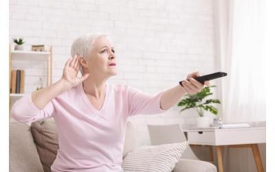 Escuchando la TV con audífonos